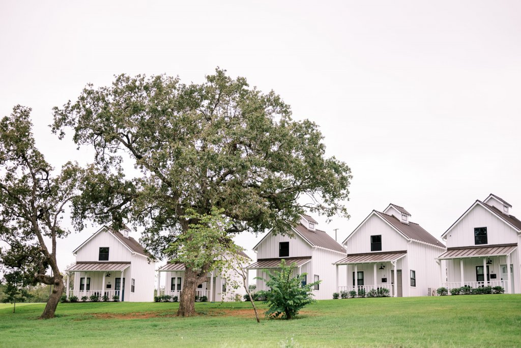 arrowhead hill, arrowhead hill cottage, getaway wedding, texas wedding venues, destination wedding, Houston wedding venue, wedding venue with onsite accommodations, bridal party pictures, bridesmaids popping champagne, montgomery texas wedding, texas weddings, brides of houston, weddings in houston, robed with love, etoilly artistry, courtney leigh photography